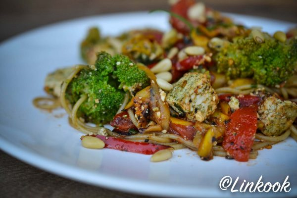 Spaghetti de quinoa aux légumes été & tofu | ©Yood (Good food good mood for you)