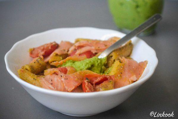 Pâtes aux tomates rôties, saumon fumé & pesto de brocoli | ©Yood (Good food good mood for you)