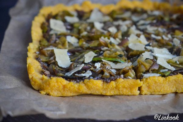 Tarte de Polenta à la tapenade maison & courgettes grillées | ©Yood (Good food good mood for you)