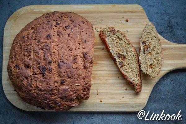 Beet bread aux graines de tournesol & figues | ©Yood (Good food good mood for you)
