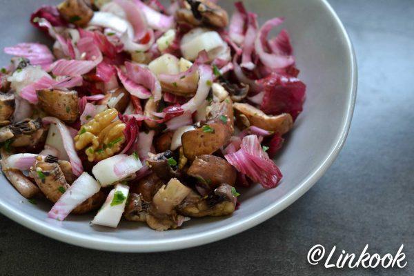 Salade endives & champignons au chèvre, noix & baies de Goji | ©Yood (Good food good mood for you)