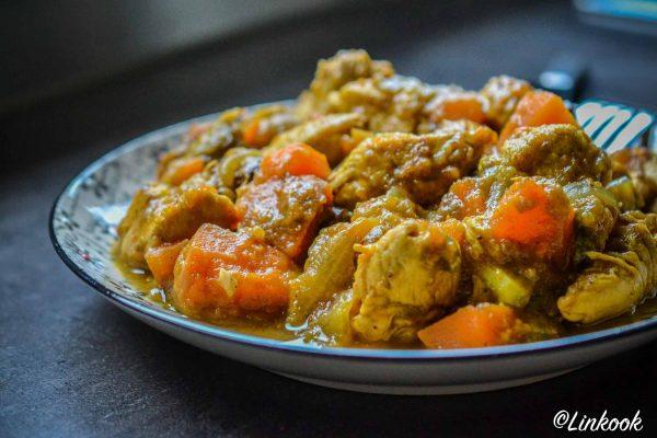 Tajine de poulet aux patates douces, aubergines & raisins secs | ©Yood (Good food good mood for you)